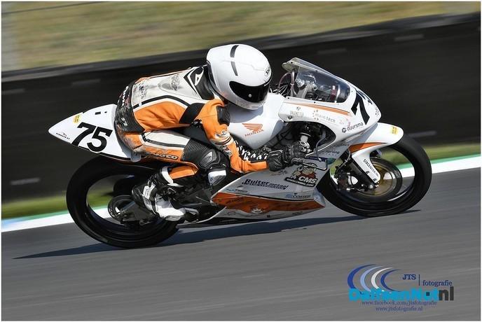 Justin  eerste keer in actie op TT circuit Assen - Foto: Ingezonden foto