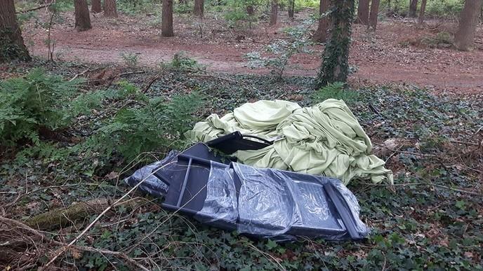 Nog meer afval gedumpt, nu in Dalfsen - Foto: Politie Vechtdal