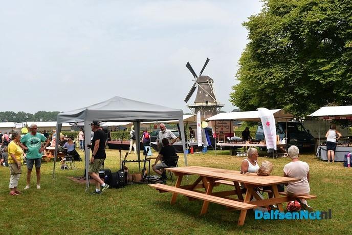 Streekproducten doen het goed op de boerenmarkt in Vilsteren - Foto: Johan Bokma