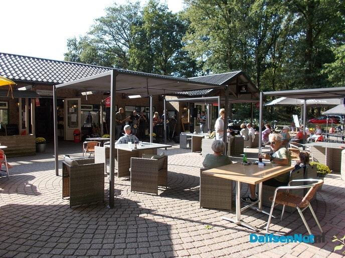 Live terras muziek bij cafe restaurant partycentrum Het Boskamp