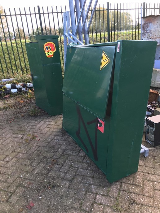 Besturingskasten wegdekverwarming omver gereden - Foto: Wim Jansen