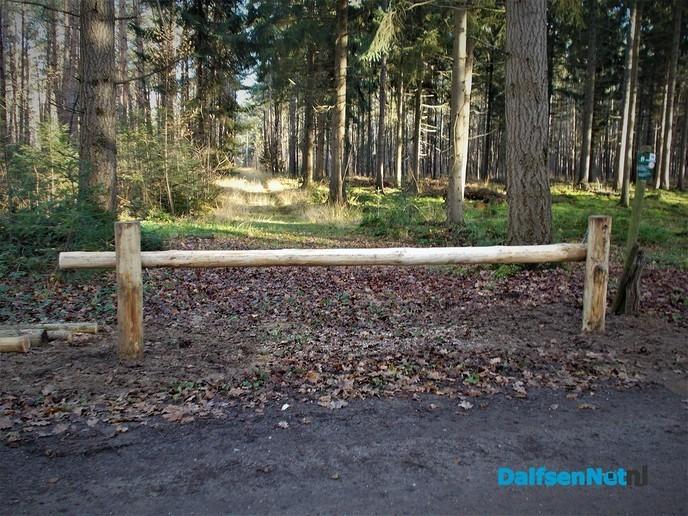 Nieuwe afsluitbomen voor de paden van het landgoed