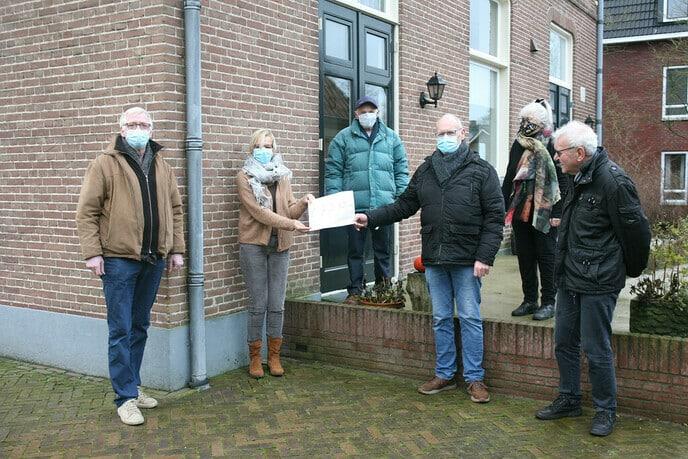 Gift SVD kerstbomenactie voor Hospice Dalfsen - Foto: Ingezonden foto