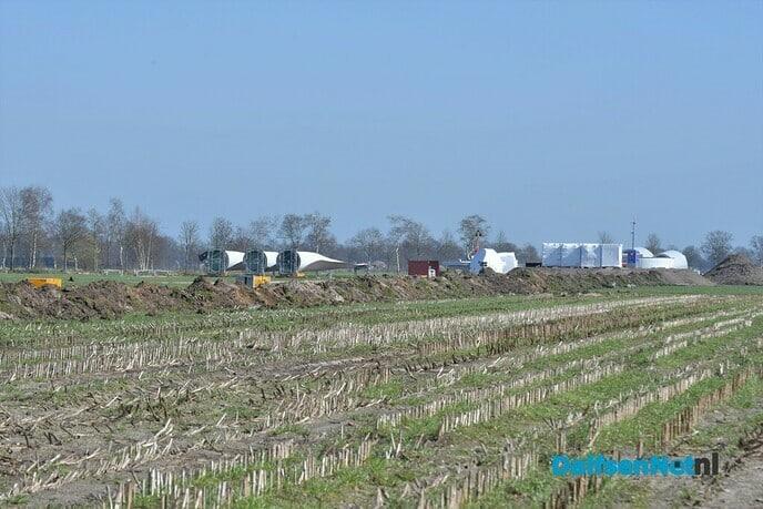 Onderdelen windmolens zijn in Nieuwleusen gearriveerd - Foto: Johan Bokma