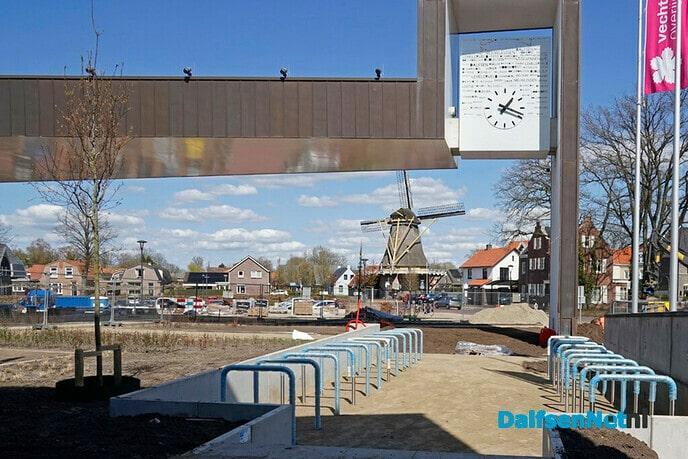 Rick Brink opent nieuw voorplein gemeentehuis - Foto: Paul Scholten