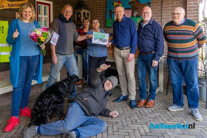Cheque Univé voor duofiets Villa Kakelbont - Foto: Paul Scholten