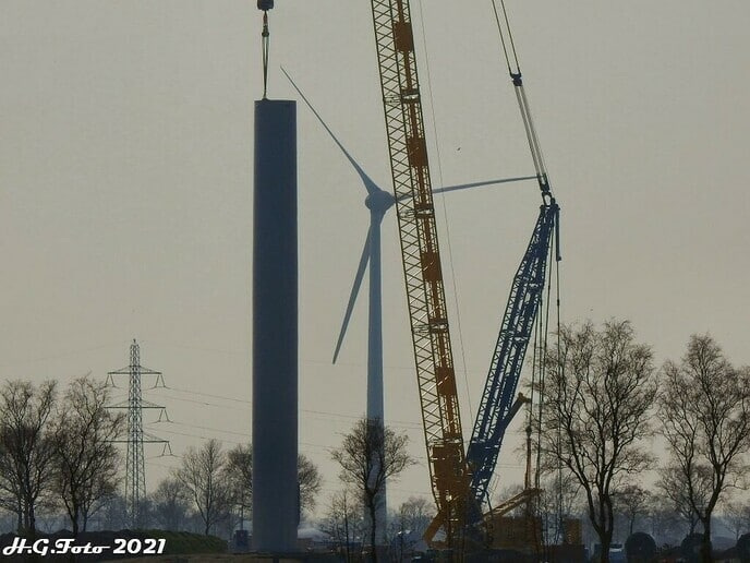 Bouw Wind turbines Nieuwleusen begint vorm te krijgen.