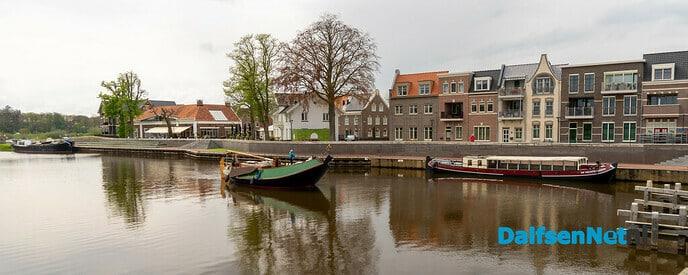 Waterfront met oude schepen. - Foto: Paul Scholten