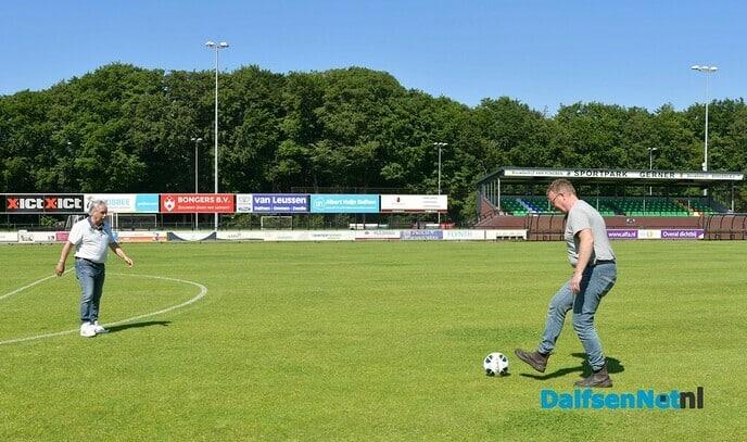 RTV Oost op bezoek bij grasmeester Bertus Meijer - Foto: Johan Bokma
