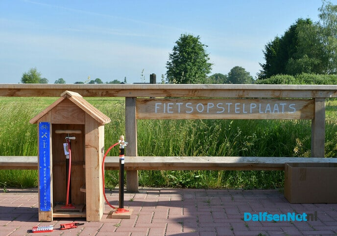 Fietsreparatiekastjes bij snelfietsroute Zwolle Dalfsen - Foto: Johan Bokma