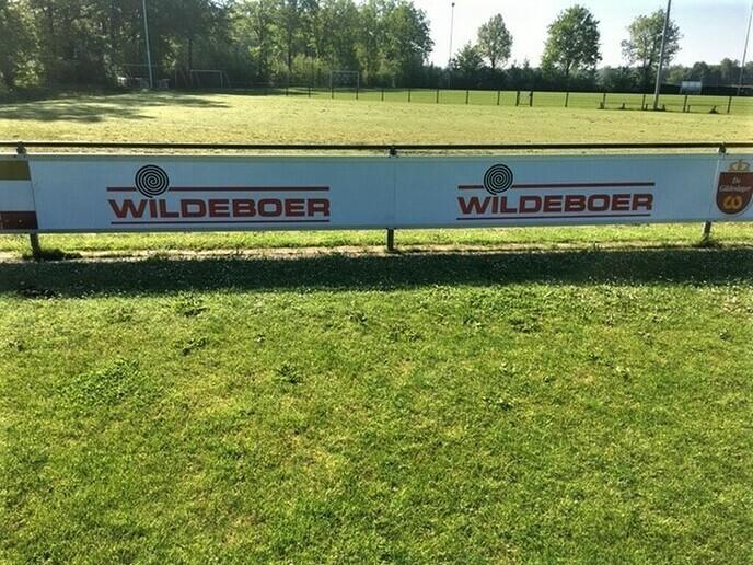 Nieuwe bordsponsor vv Hoonhorst - Foto: Ingezonden foto