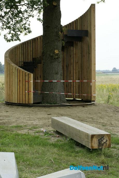 Uitkijktoren etc. bij Varsen - Foto: Paul Scholten