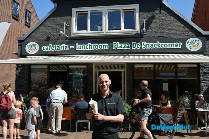 Laatste werkdag bij de Snackcorner voor Paultje patat - Foto: Johan Bokma