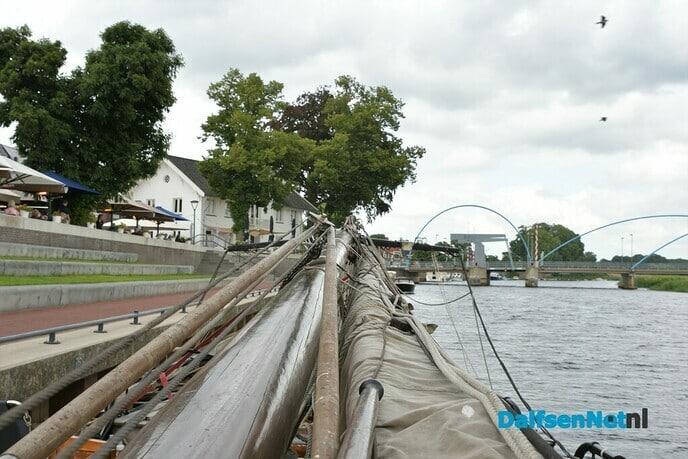 De Elbe een schip ''Sondermodel'' doet Dalfsen aan - Foto: Johan Bokma