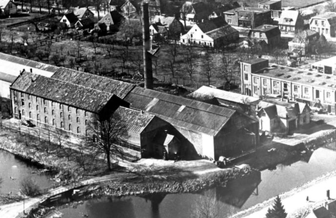 De oude fabriek en Dorpsstraat - Foto: Ingezonden foto