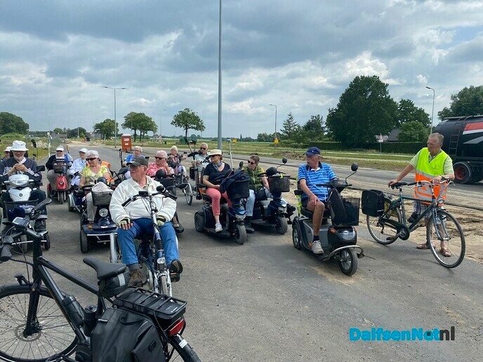 Scootmobiel tocht over de autosnelweg - Foto: Ingezonden foto