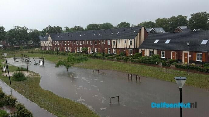 Update Dalfsen getroffen door wolkbreuk, wateroverlast in straten en huizen - Foto: Ingezonden foto