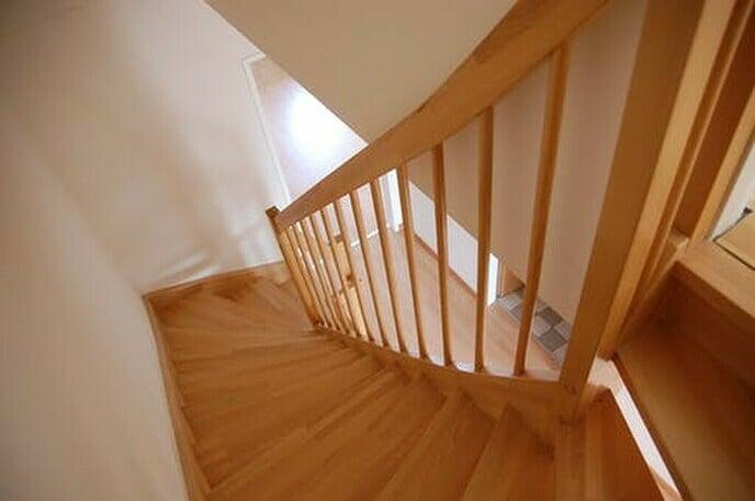 Een open trap veilig maken, hoe doe je dat?