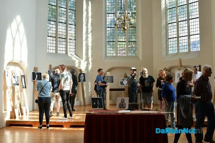 Mensen trokken er massaal op uit tijdens Kunst om Dalfsen - Foto: Johan Bokma