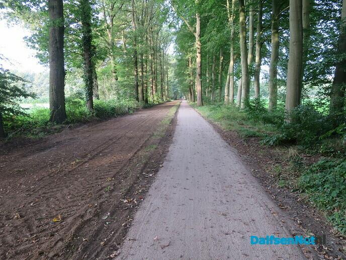 """Het vernieuwde fietspad ligt er """"gelikt"""" bij - Foto: Wim"""