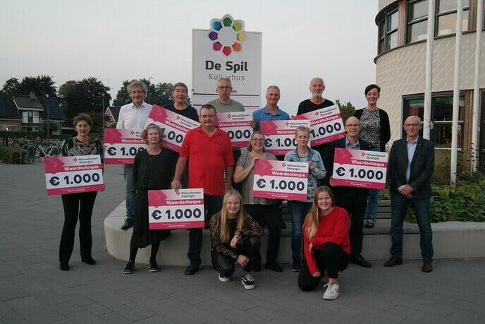 Cheques van Nieuwleusen Synergie - Foto: Ingezonden foto