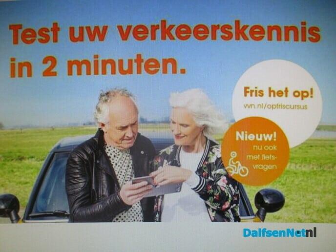 Risico`s van smartphonegebruik in het verkeer - Foto: Ingezonden foto