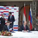 Geboren Dalfsenaar zet handtekening overeenkomst Rusland