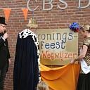 Kleuters  CBS Wegwijzer vieren Kroningsfeest.