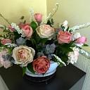 Victoriaanse rozen maken in beeldentuin