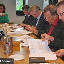 Ondertekening contract aanpassing gevels Burg.v Bruggen plein.