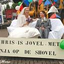 Shovel machinist Chris Veltmaat getrouwd met zijn Inja.