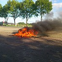 Brommer brandt uit langs Hessenweg