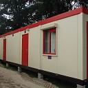 Noodgebouwen voor de Potstal in Hoonhorst aangekomen