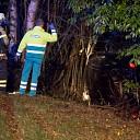Auto op de zijkant in de berm na ongeval N35