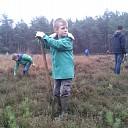 Welpen van Scouting helpen met natuurwerkdag