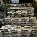 Inruimen bibliotheek in hal gemeentehuis