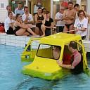 Auto te water  in Staphorst17 mei 2014