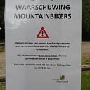 Waarschuwingsborden nav draadspanners MTB route Lemelerberg
