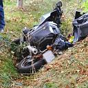 Deense motorrijder hard onderuit.