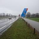 Verkeersbord waait (bijna) op de weg (update)