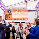 Vaatje haring brengt 22.800 euro op voor hospices