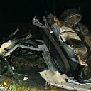 Auto door midden bij ongeluk: 1 dode