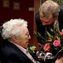 Burgemeester op bezoek bij 108 jarige in Dalfsen