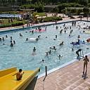 Zwembaden langer open