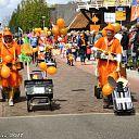 Veel publiek bij Oranjeoptocht. (foto update)