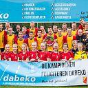 Kampioenen SV Dalfsen feliciteren Dabeko