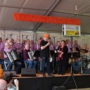 Bargzangers zetten tent op de kop in Hoonhorst.