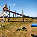 Scouting bouwt reuzeglijbaan bij de Vecht.
