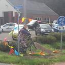 Waar fietst Sarah naar toe?