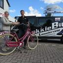 Winnaar fietsactie KokkieBikes dolbij met nieuwe fiets